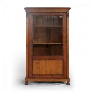 Tradiční selský nábytek Starožitná jednodveřová vitrina ze smrkového dřeva, originální kus z počátku 20. století.
