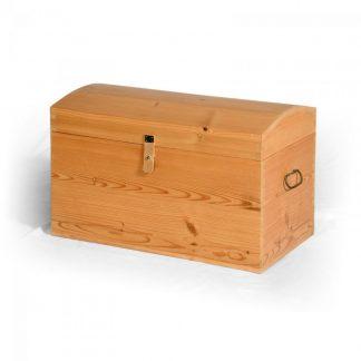 Ručně vyrobená replika truhly ze starého smrkového dřeva.