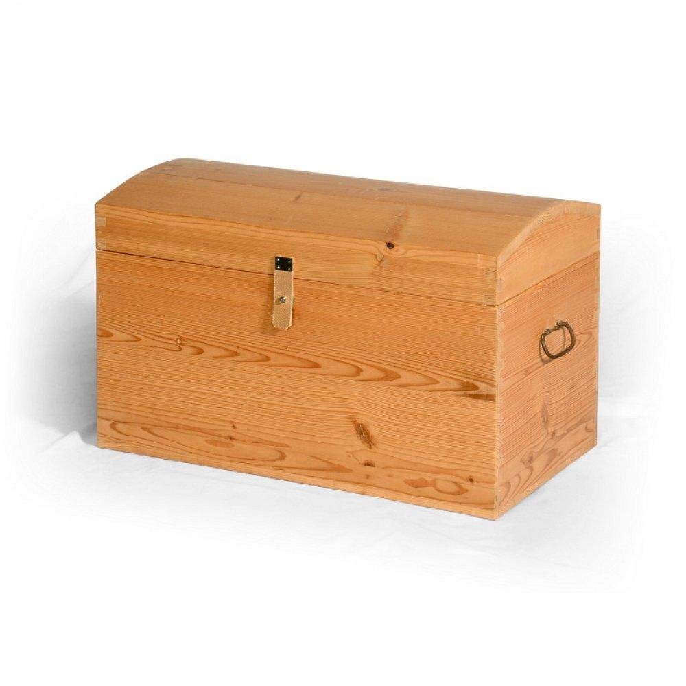 Tradiční selský nábytek Malá dřevěná truhlička.