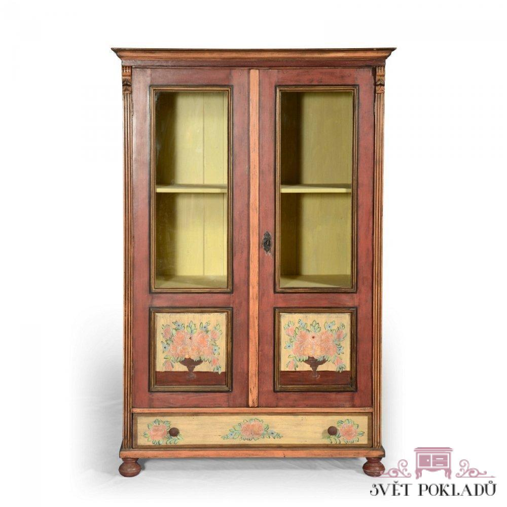 Malované prosklené skříně, vitriny a knihovny Malovaná prosklená knihovna.
