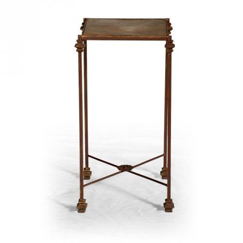 Rustikální stoly a stolky Kovový květinový stolek.