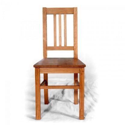Pevná a střídmá - replika židle z masivního smrku.