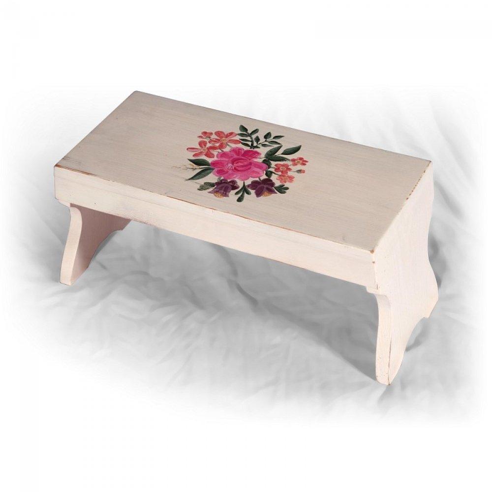 Malovaný a barvený nábytek Malá ručně malovaná dřevěná stolička.