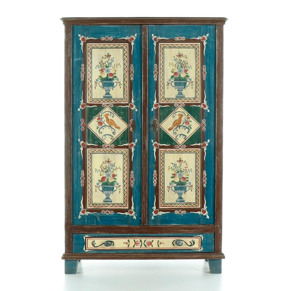 Malovaný a barvený nábytek Bohatě malovaná dvoudveřová skříň.