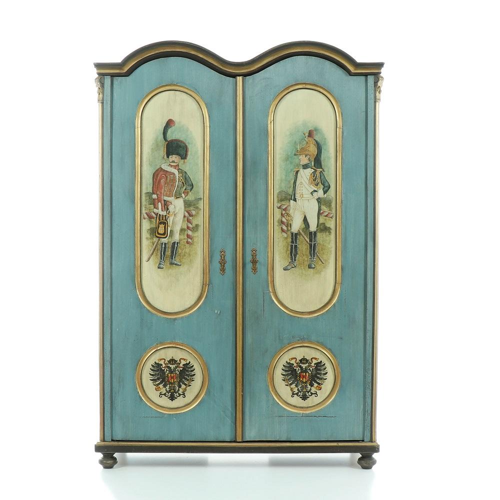 šatní repasovaná skříň s malovanými vojáky Svět pokladů
