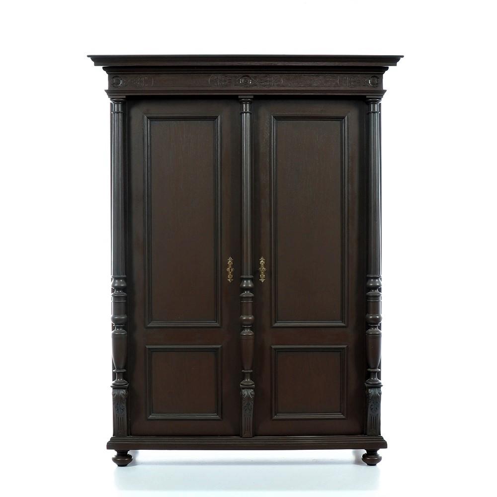 Malovaný a barvený nábytek Honosná hnědá originální dvoudveřová skříň.