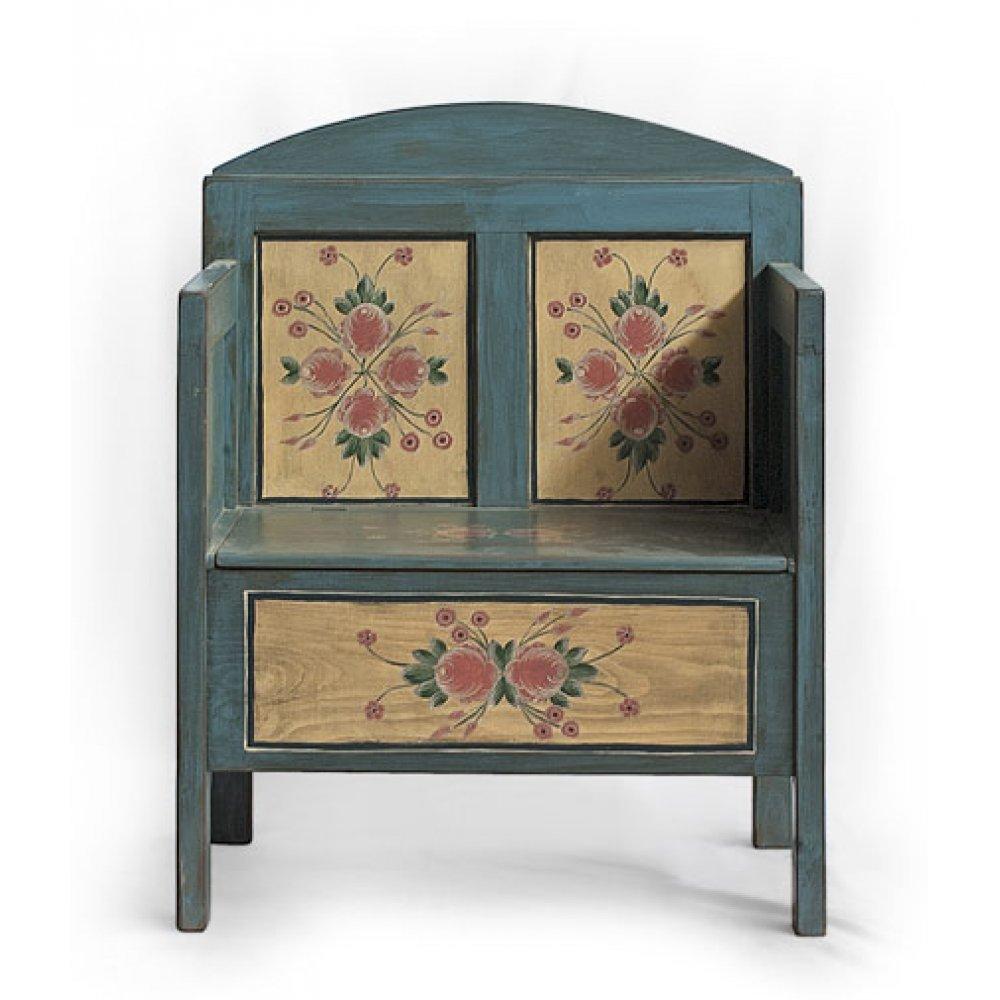 malovaná starožitná lavice s truhlou