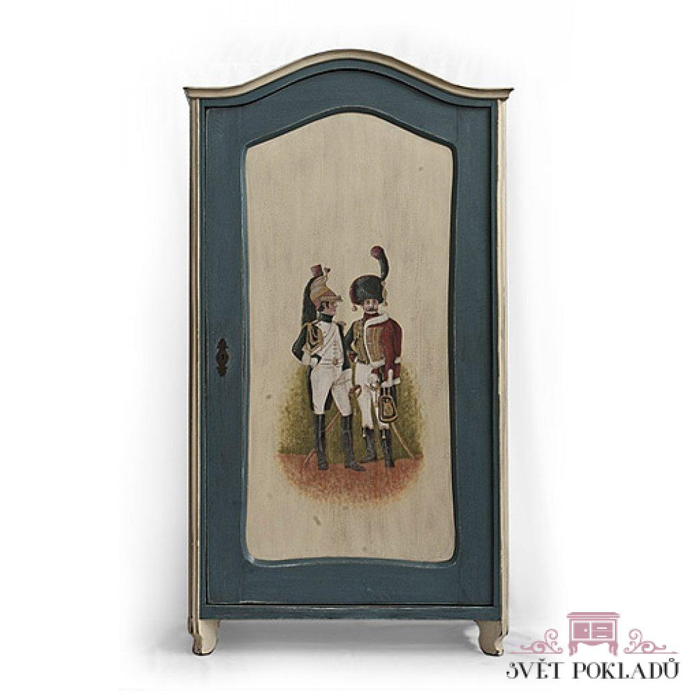 Malovaný a barvený nábytek Lesní panna – replika malované truhly z masivního dřeva.