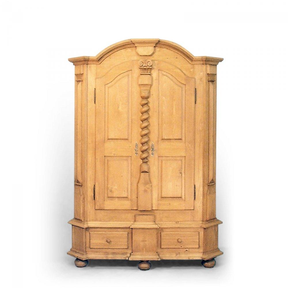velká šestiboká skříň z masivu Svět pokladů