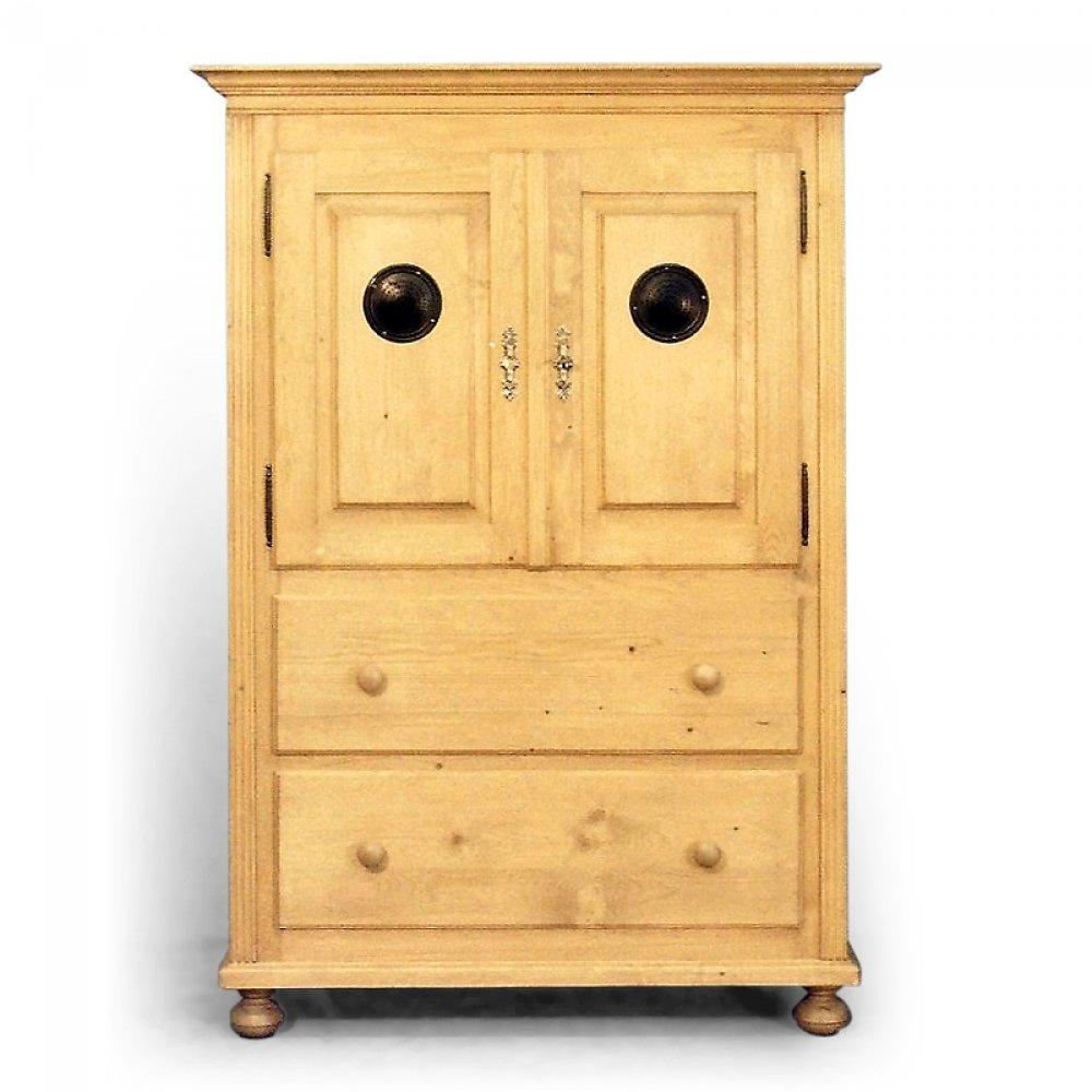 Kuchyňská komoda z masivního dřeva