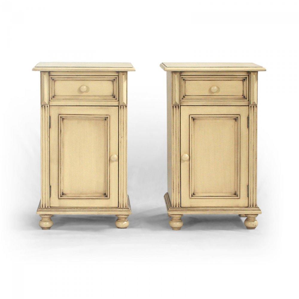 Malované postele a nábytek do ložnic Patinovaný noční stolek z masivního smrkového dřeva.