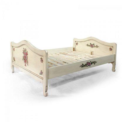 Malovaná postel. Replika z masivního smrkového dřeva.