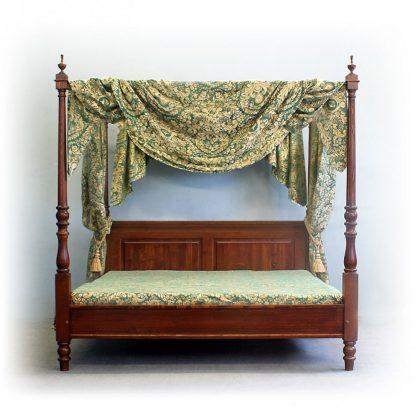 Sloupková zámecká postel.