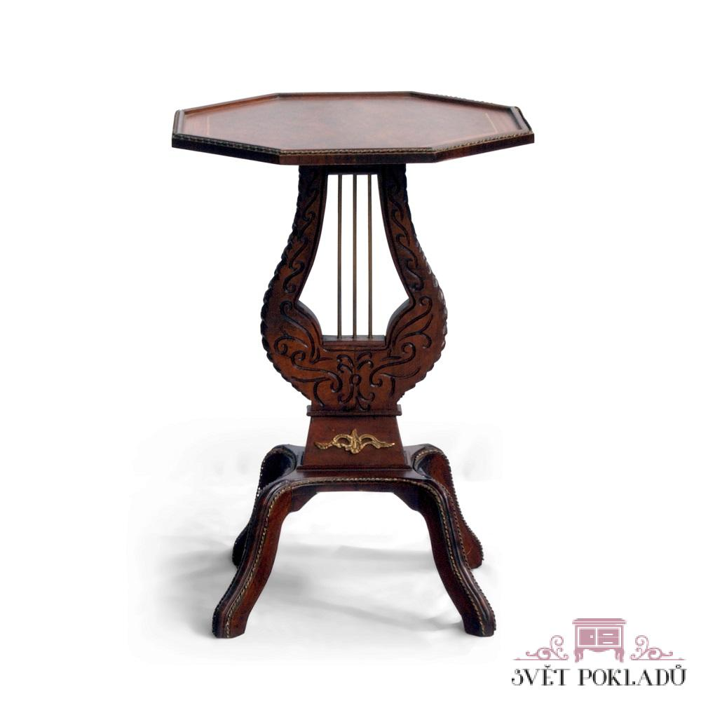 Starožitné a zámecké stoly a stolky Bohatě vyřezávaný stolek.