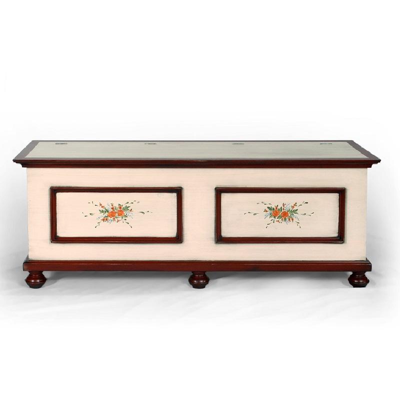 Malovaný a barvený nábytek Malovaná lavice s truhlou.
