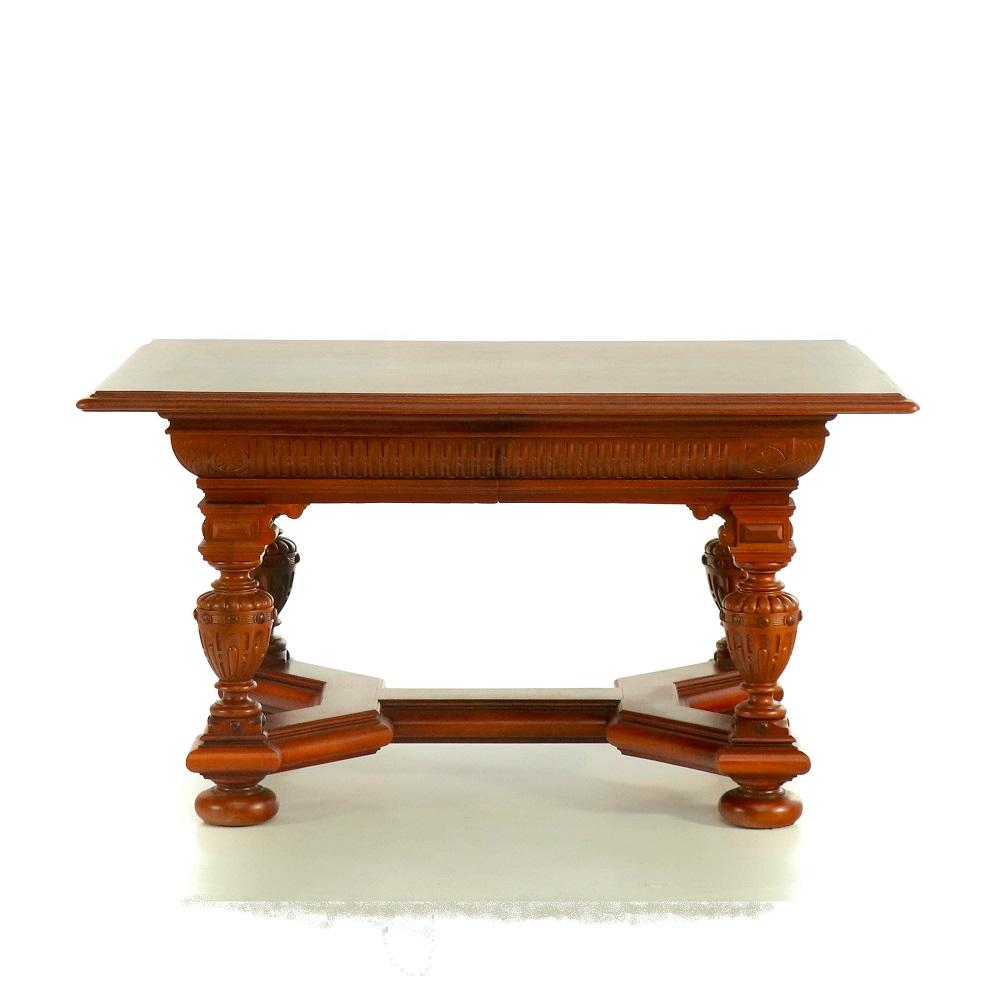 neorenesanční stůl z ořechu Svět pokladů