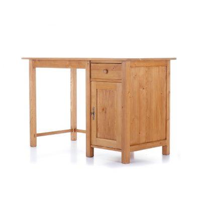 Jednoduchý psací stůl z masivního smrkového dřeva.