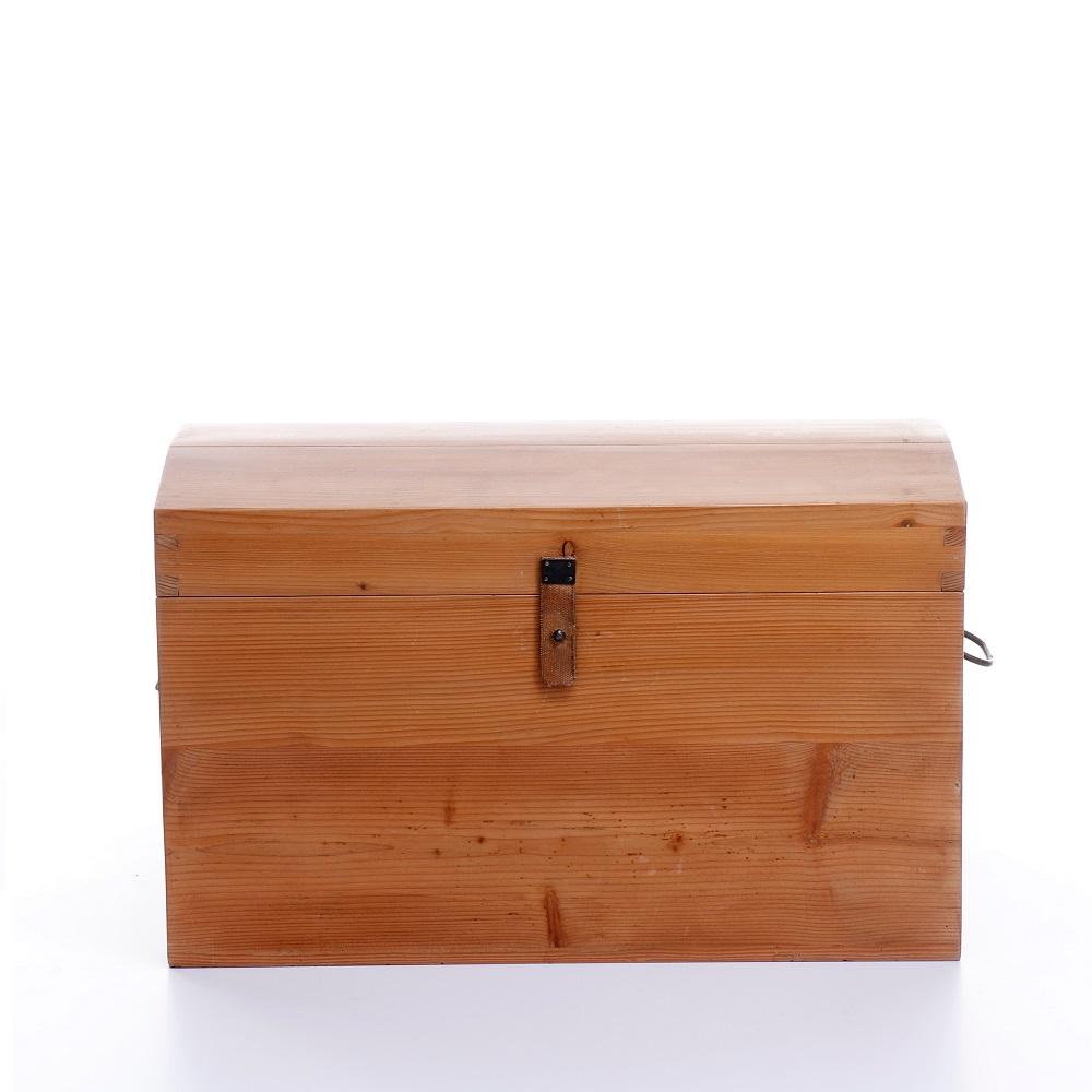 malá dřevěná truhlička z masivního dřeva