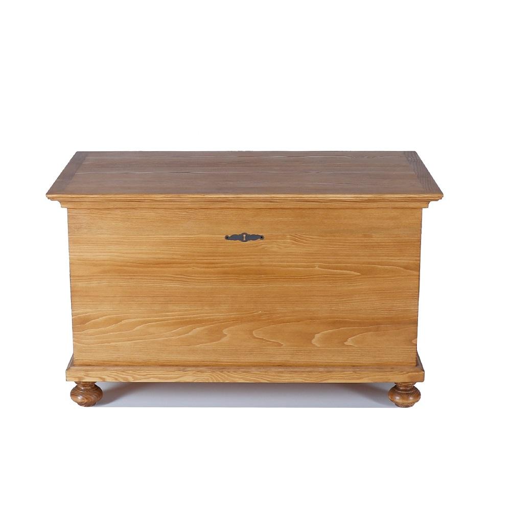 Tradiční selský nábytek Selská truhla z masivního smrkového dřeva.