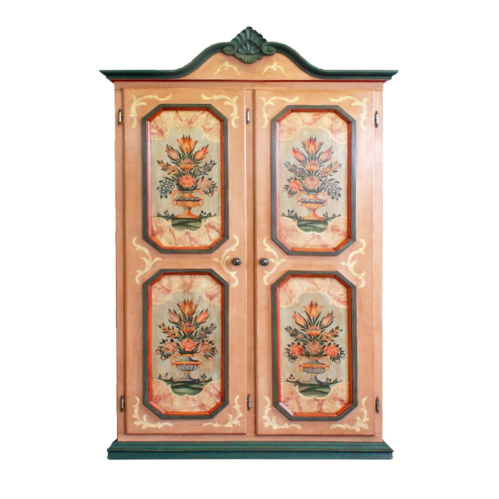 Malované postele a nábytek do ložnic Malovaná dvoudveřová skříň s vyřezávanou korunní římsou.