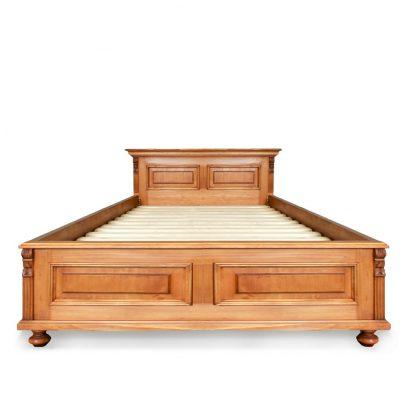 Úzká jednolůžková postel z masivního smrkového dřeva.