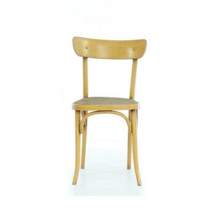 Žlutá židle z ohýbaného dřeva s výpletem.
