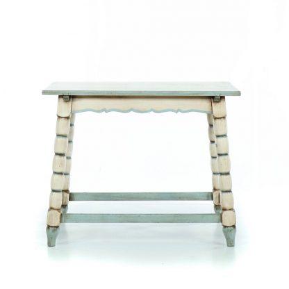 Selský soustružený a malovaný stolek.