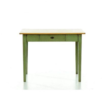 Zelený jídelní stůl z masivního smrkového dřeva.