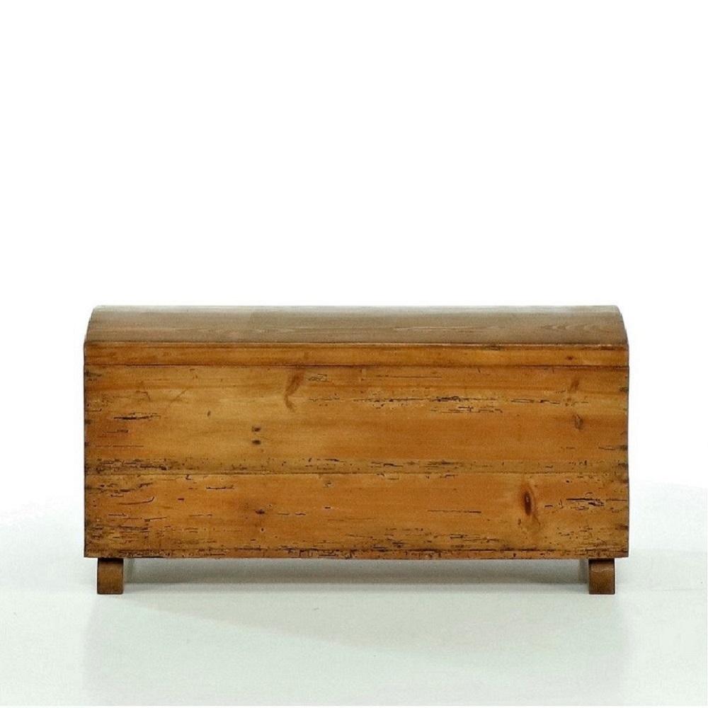 Tradiční selský nábytek Malá repasovaná dřevěná truhlička.