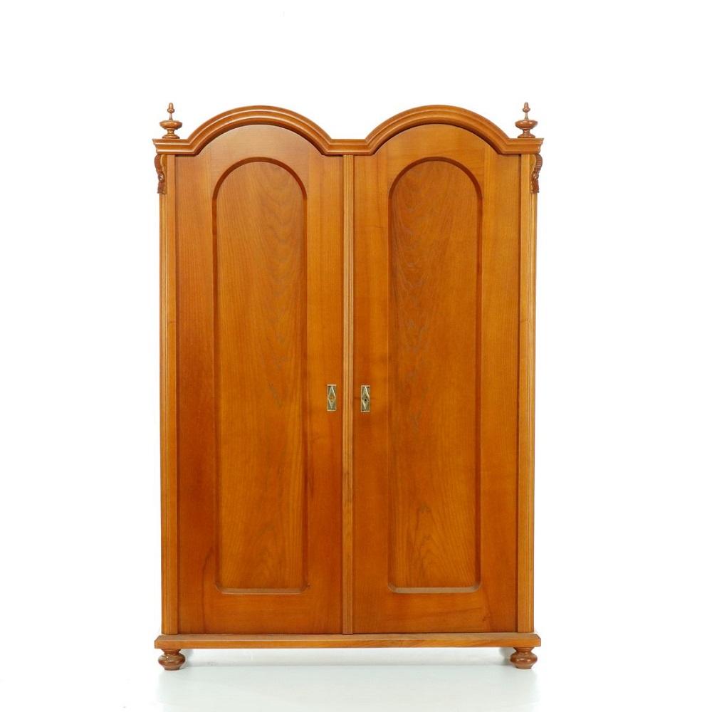 Starožitné šatní skříně Dvoudveřová třešňová šatní skříň.