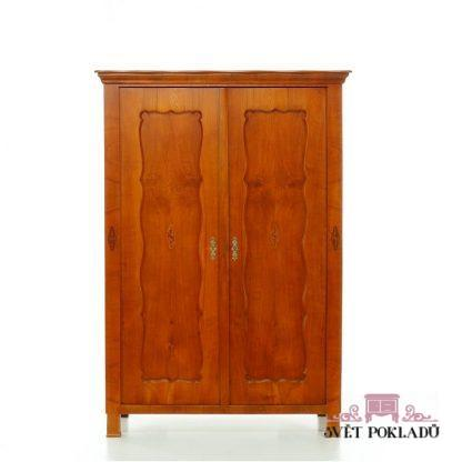 Dvoudveřová třešňová intarzovaná skříň -  Biedermeier.