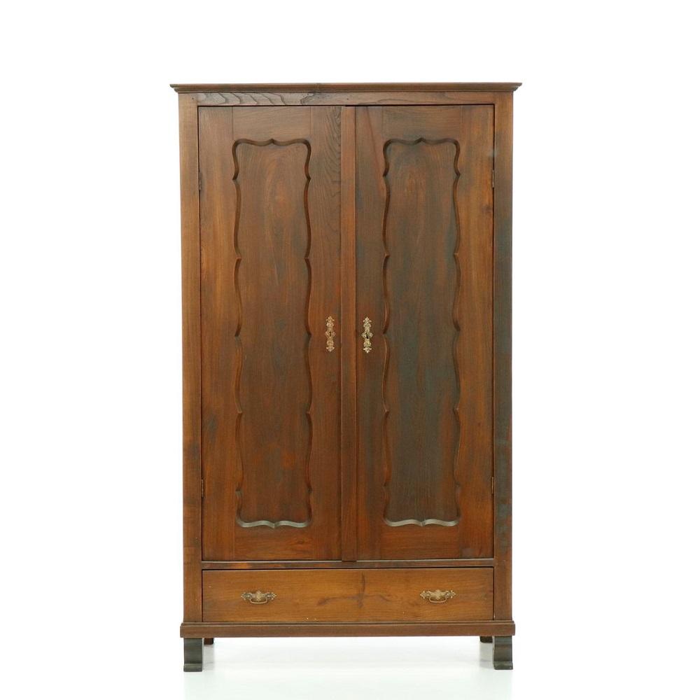 Starožitné šatní skříně Dvoudveřová skříň z masivního dřeva – pozdní Biedermeier.