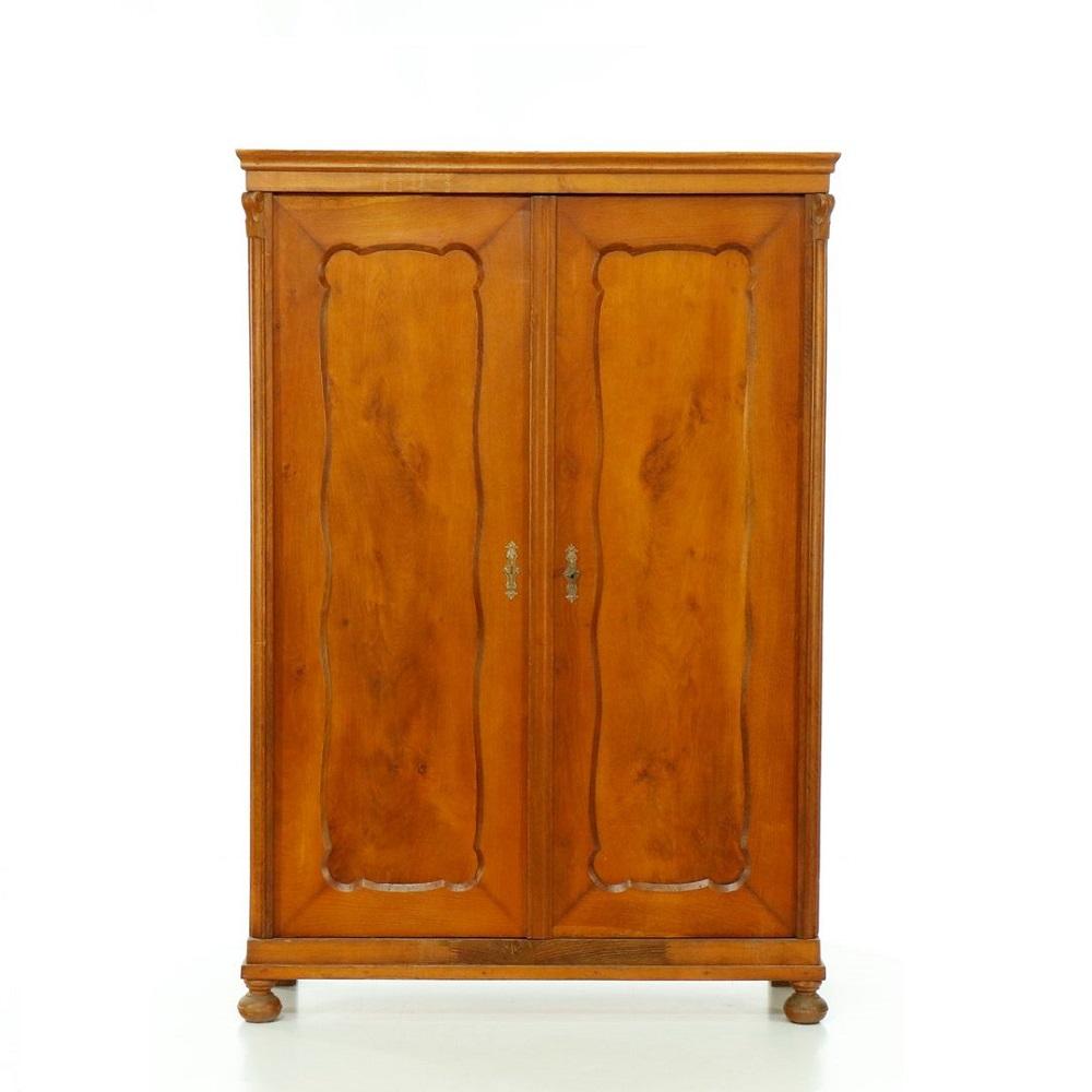 Starožitné šatní skříně Dvoudveřová šatní skříň  – pozdní Biedermeier.