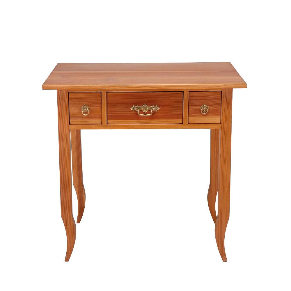 Stoly a stolky Repasovaný stolek z masivního dřeva.