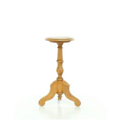 Malý kulatý stoleček.
