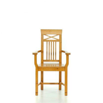 Židles područkami ve středomořském stylu.