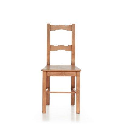 Židle z masivního smrkového dřeva.